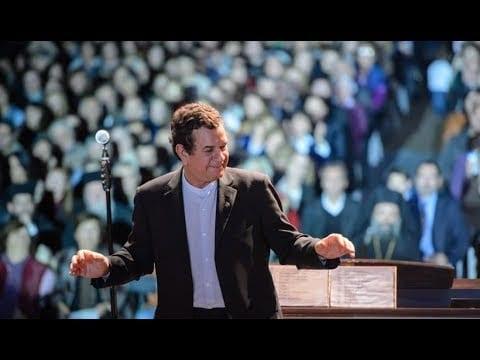 Ο Σταμάτης Σπανουδάκης μιλάει για την πίστη του.